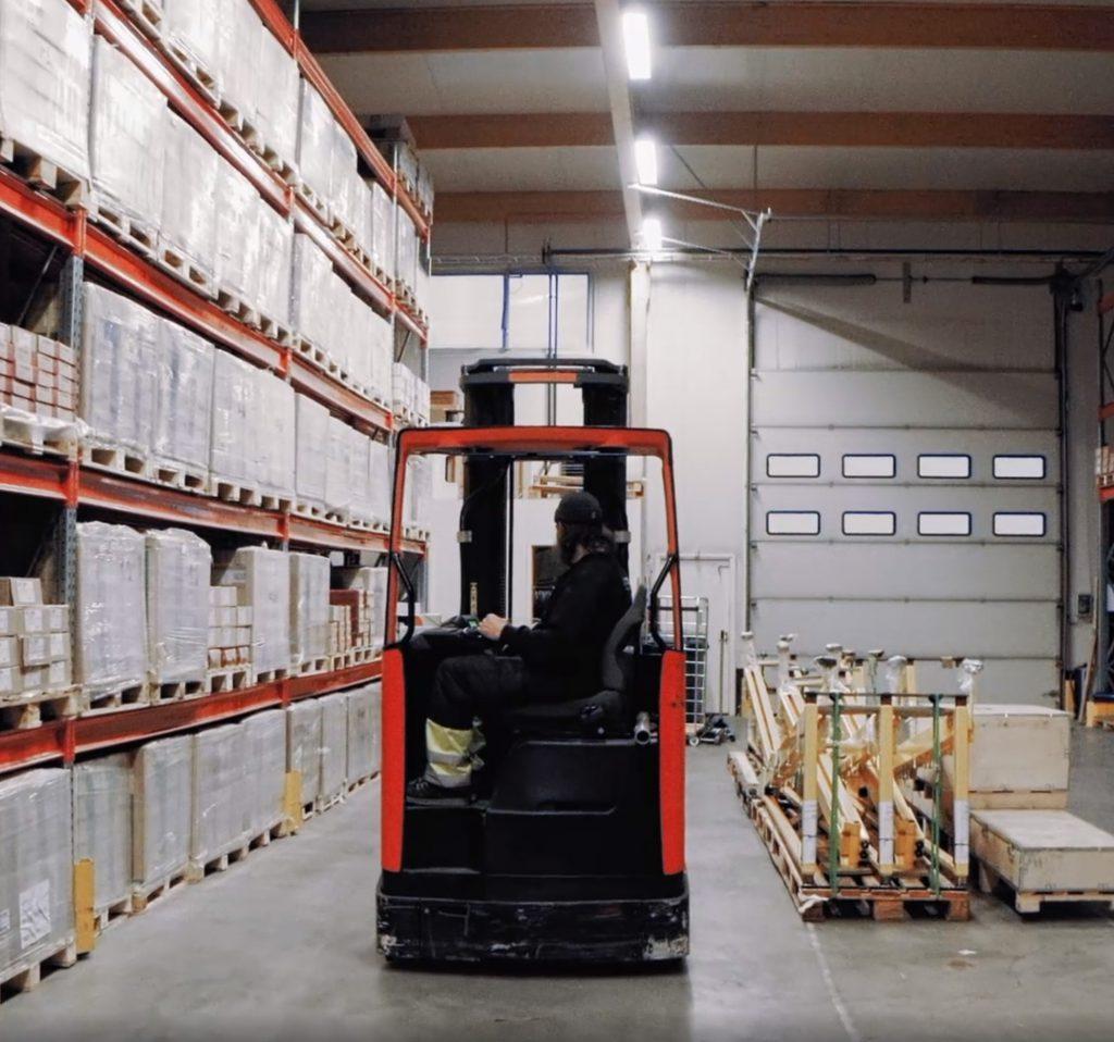 Retcon varastossa Porissa on suuri valikoima hitsauslisäaineita ja hitsaustarvikkeita.